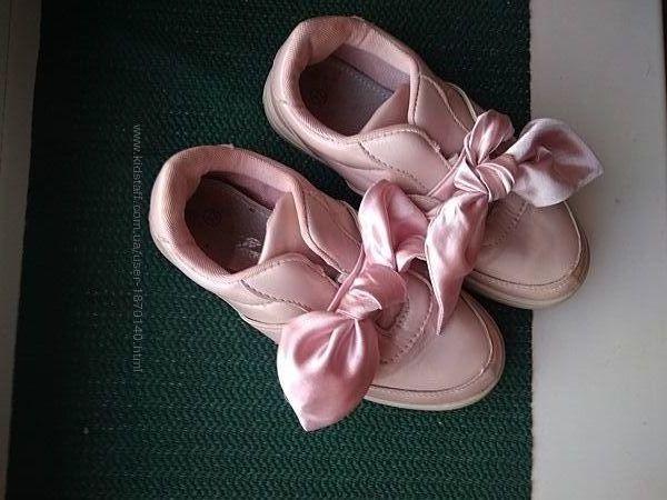 Стильные розовые туфли пинетки мокасины с атласными лентами