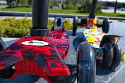 Детский трехколесный самокат Maraton Maxi от 2 лет, свет колес, принт