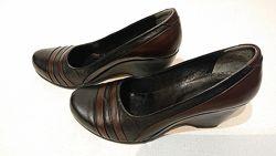 Женские кожаные туфли на танкетке 38р танкетка кожа легкие