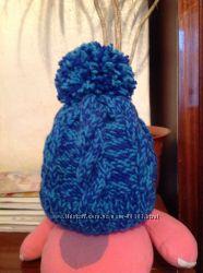 Красивенькая шапка ручной вязки