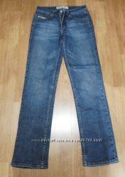 Фирменные плотные джинсы, р. 28, состояние идеальное